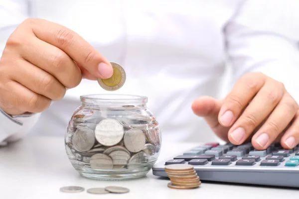 Экономист: россияне больше не доверяют свои сбережения банкам