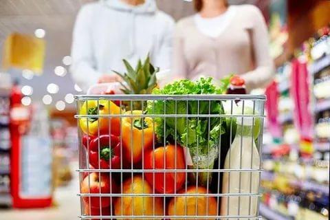 Жители России стали меньше тратить на еду