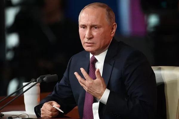 Путин заявил о необходимости назначения медикам «справедливой» зарплаты
