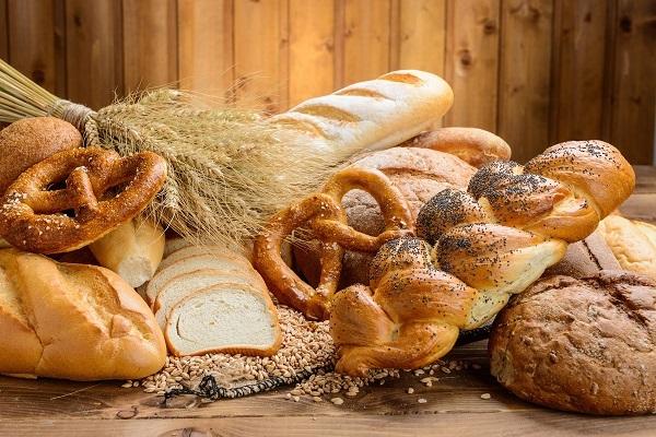 Пекари опровергли известия о резком скачке цен на хлеб в России