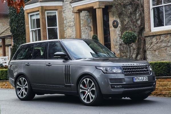 Неизвестные угнали автомобиль Range Rover у топ-менеджера в Санкт-Петербурге