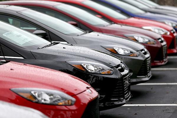 Падение продаж машин тормозит развитие экономики