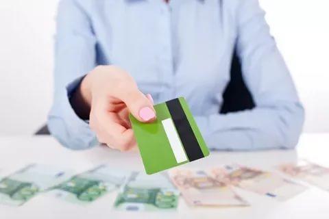 Эксперты назвали самые закредитованные профессии в России