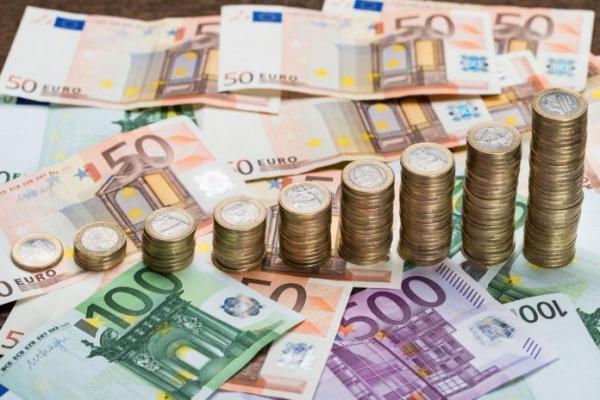 Евро вырос до 70,43 рубля в четверг