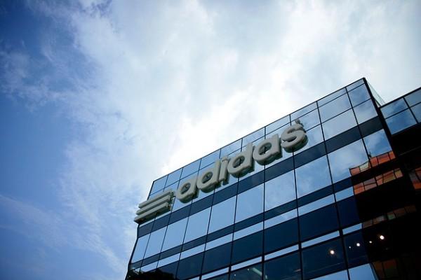 Adidas закроет заводы-роботы в Германии и Америке
