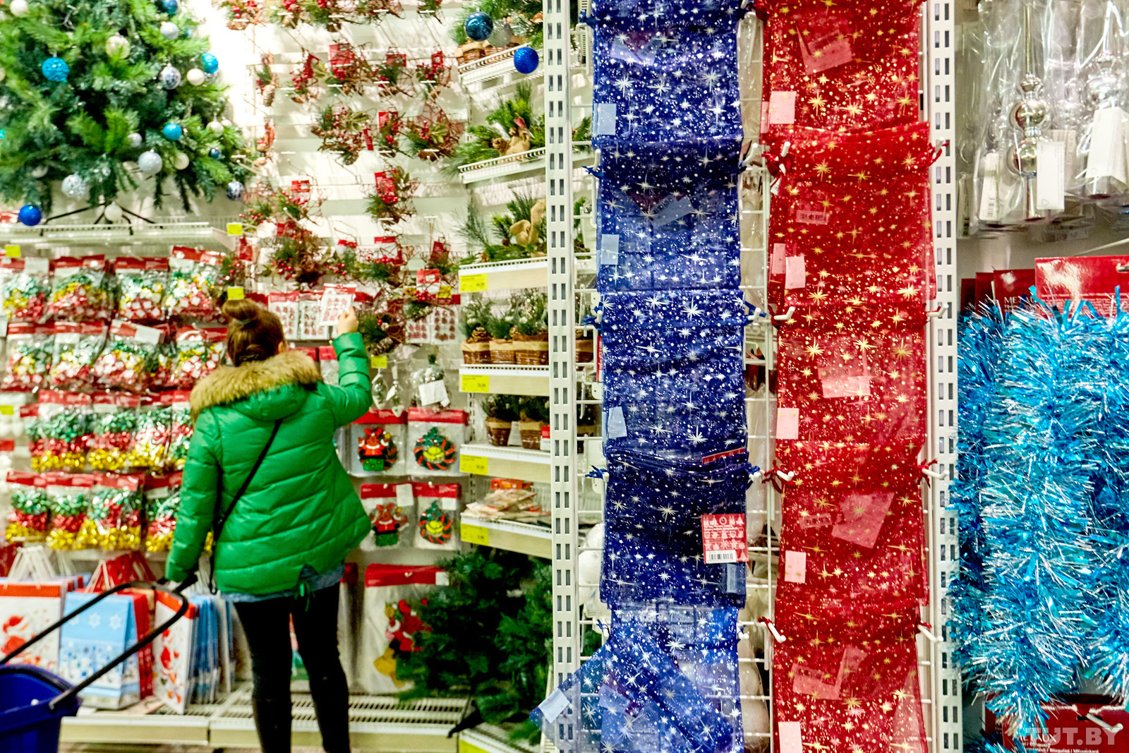 Сколько тратят россияне на елки и новогодний декор