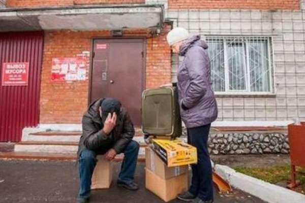 В Кемеровской области слепых пенсионеров обманом выселили изжилья