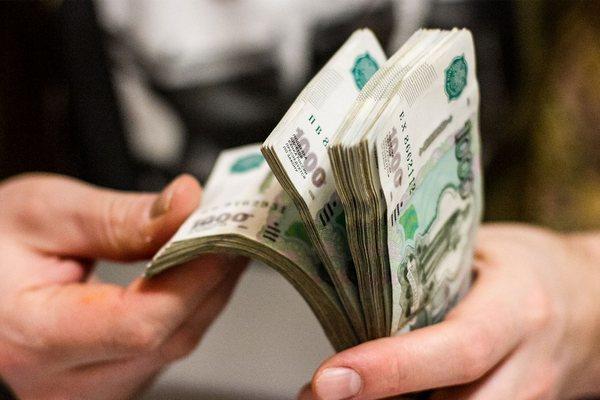 Банки России все чаще дают кредиты подросткам