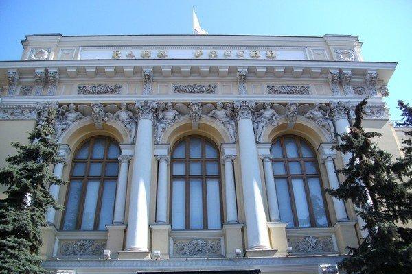 СМИ: Центробанк России притормозит рубль