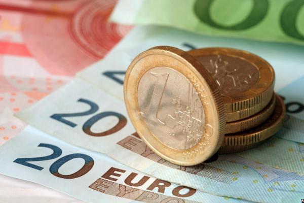 Курс евро впервые с марта 2018 года упал ниже 70 рублей