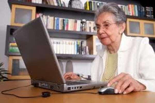 Работавшим в 2018 году пожилым гражданам ПФР назначит надбавку к пенсиям