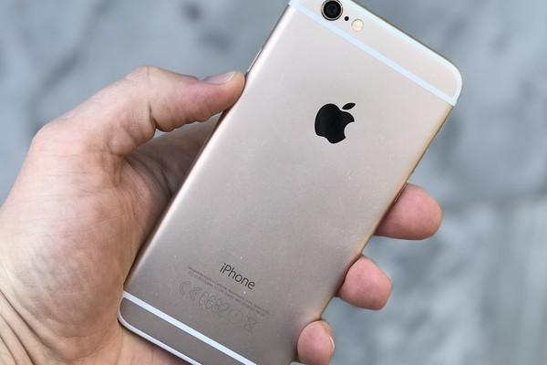Продажи iPhone показали рекордное падение