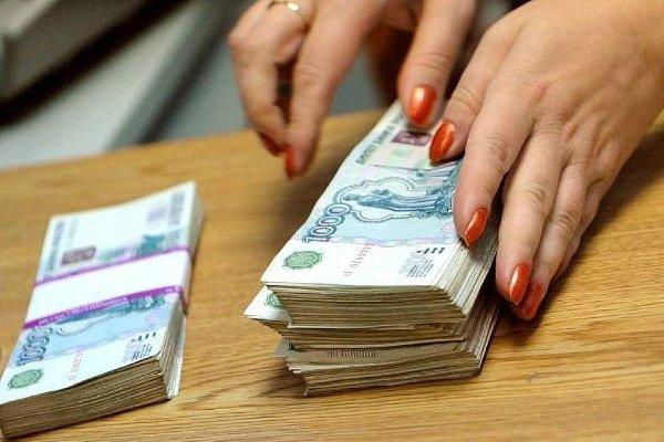 Работница банка украла у клиента 10 млн рублей в Брянке