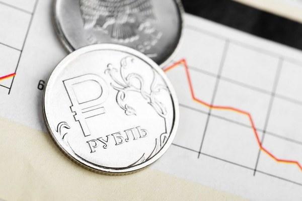 Рубль показывает падение на фоне снижения нефтяных цен