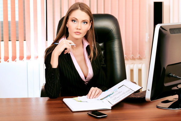 Социологи: жителей России больше всего не устраивает на работе строгий дресс-код