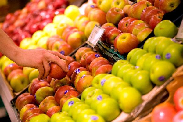 Росстат: крупы, яблоки и сыр для жителей РФ стали менее доступными