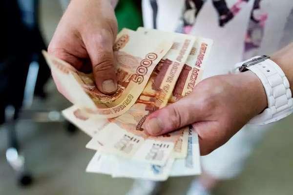 Эксперты заявили о рекордно высоких расходах жителей России в июле