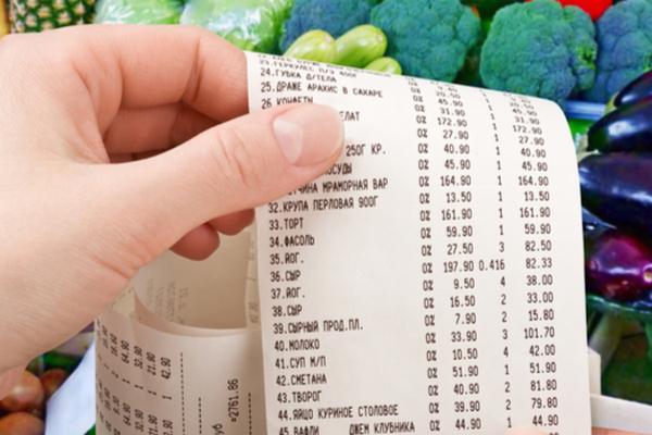 Эксперты: россияне стали тратить в магазинах меньше