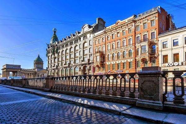 Эксперты: россияне из глубинки предпочитают Санкт-Петербург столице