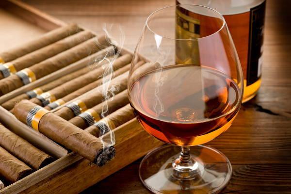 Росстат озвучил расходы жителей России на алкоголь и табак