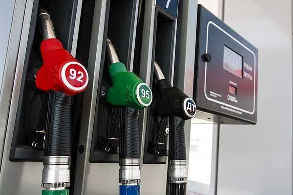 Росстат отметил снижение цен на бензин от производителей в июле