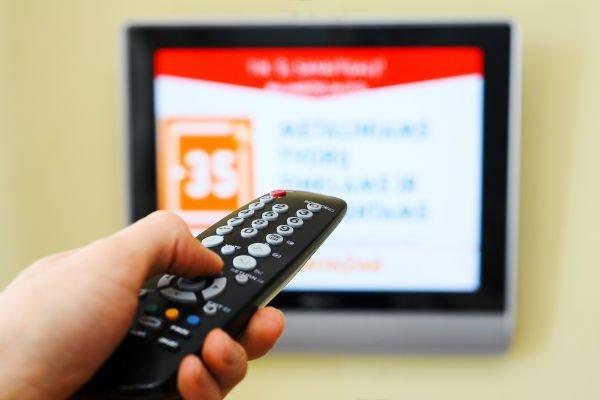 Эксперты заявили о рекордном падении рынка телерекламы