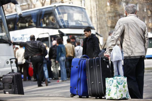 Россияне массово едут на Запад для заработков