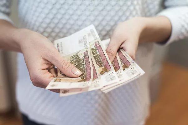 Проект о повышении МРОТ внесли в Госдуму