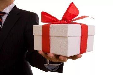 Минтруд РФ планирует ограничить стоимость подарка работникам частных компаний
