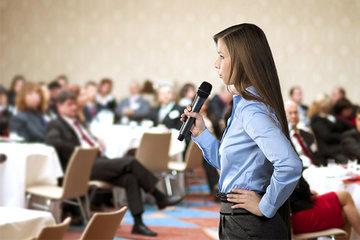 Как покорить большую аудиторию своим выступлением: 5 важных правил