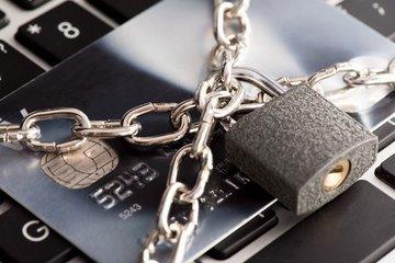 Банк арестовал счет ребенка-инвалида из-за долга по ипотеке в Тюмени