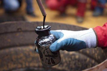 Нефть растет: Brent - $77,52 за баррель, WTI - $67,56 - Цена нефти